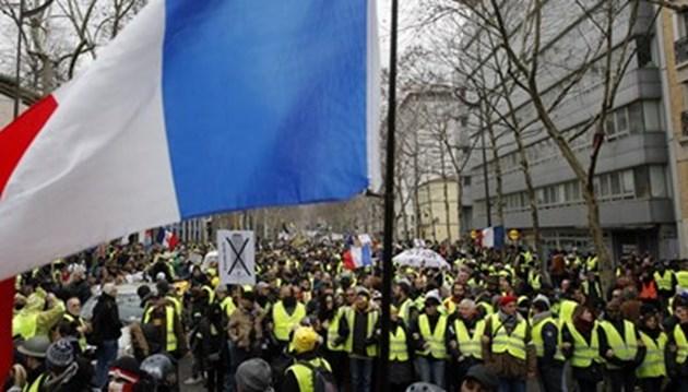 Граната откъсна ръката на демонстрант в Париж