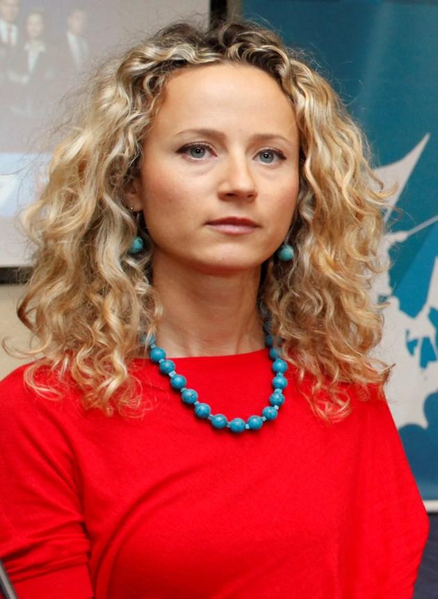 Деси Добрева пее за 3 март