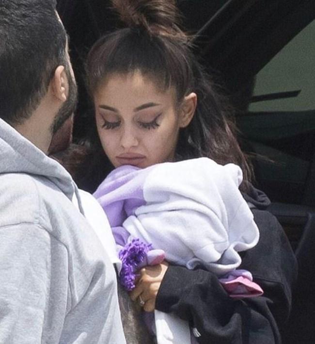 Певицата отложи предстоящото си турне, заради атентата по време на концерта й в понеделник. Снимка: Мак Милър, Инстаграм