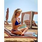 Микела хапва на плажа
