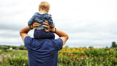 """Баща, който се грижи за бебето си, не просто """"помага"""""""