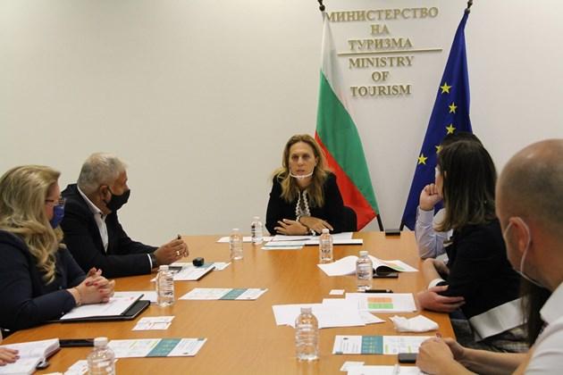 Марияна Николова: Ваучерната система е в полза на икономиката