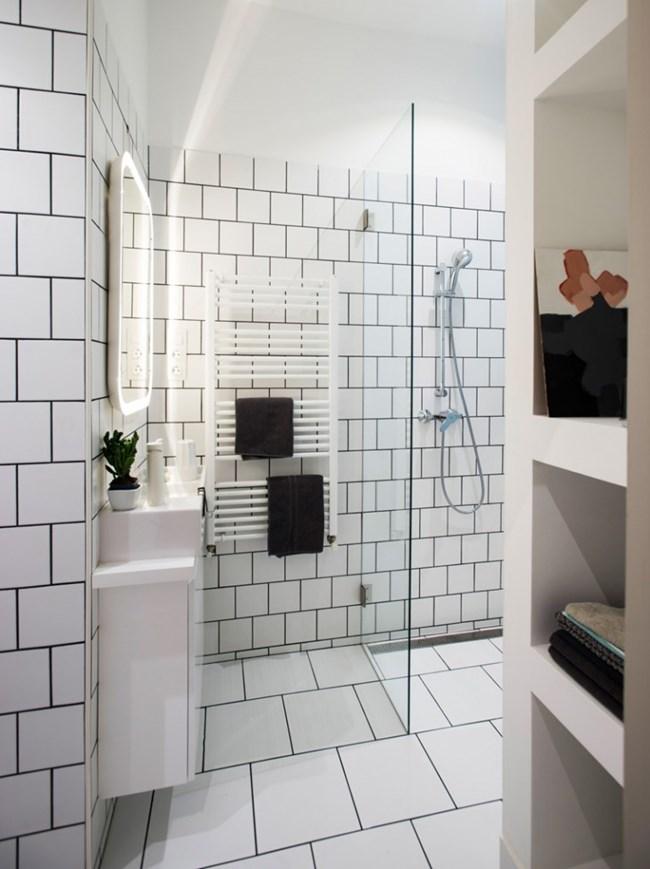 Банята също е светла