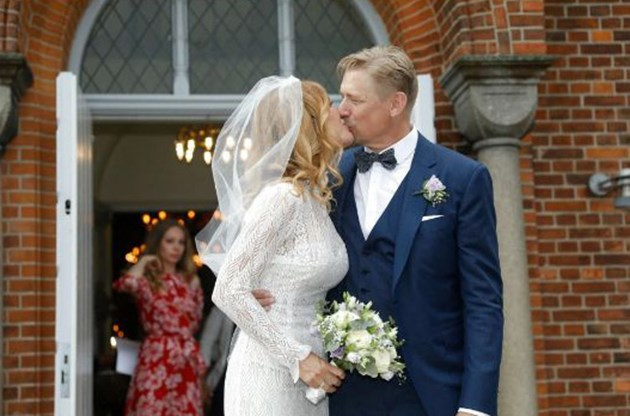 Шмайхел се ожени