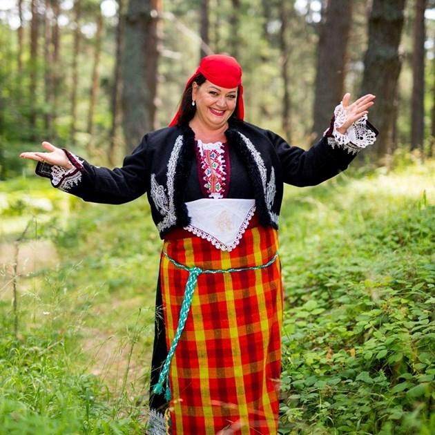 Глас №1 в света Смиляна Захариева: Пак ще пея за ген. Мутафчийски и всички медици