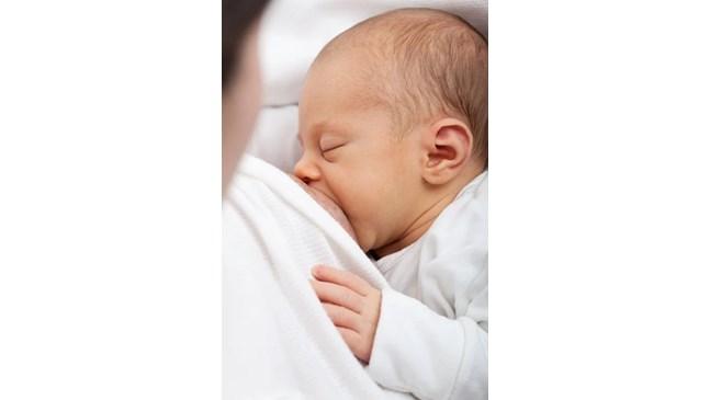 Учени: Новият коронавирус не се предава с кърмата на бебето