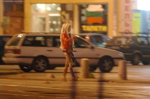 Столичен травестит заковава маман Елеонора в Лондон