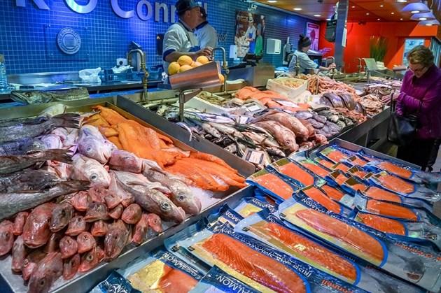 Агенцията по храните проверява от днес рибата на пазара преди Никулден