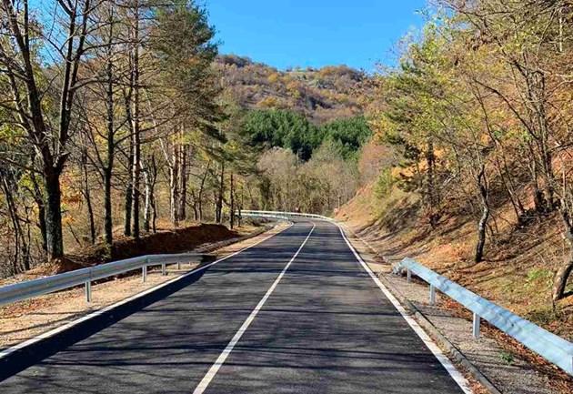 Ремонтираха 26 км от пътя Момчилград -  Ивайловград
