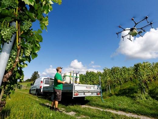 Роботи, дронове, изкуствен интелект излизат на полето
