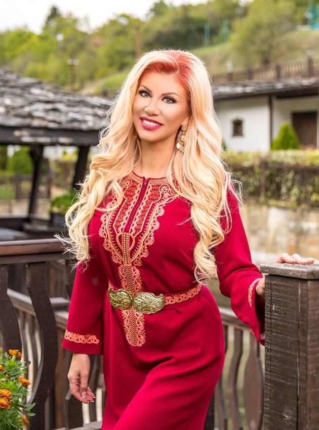 Фолклорната певица Нелина: Липсва ми, но не смея да пея на живо