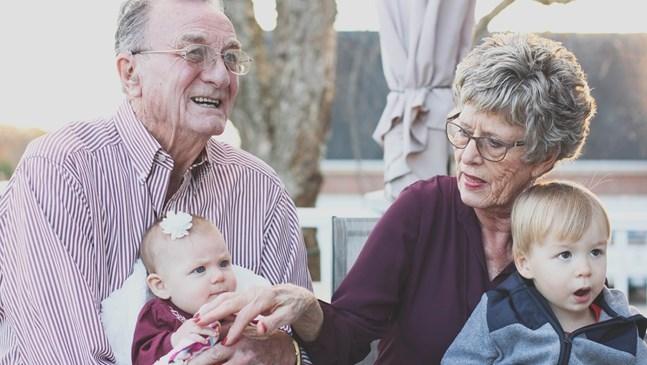 Красиви цитати за баба, дядо и внуче