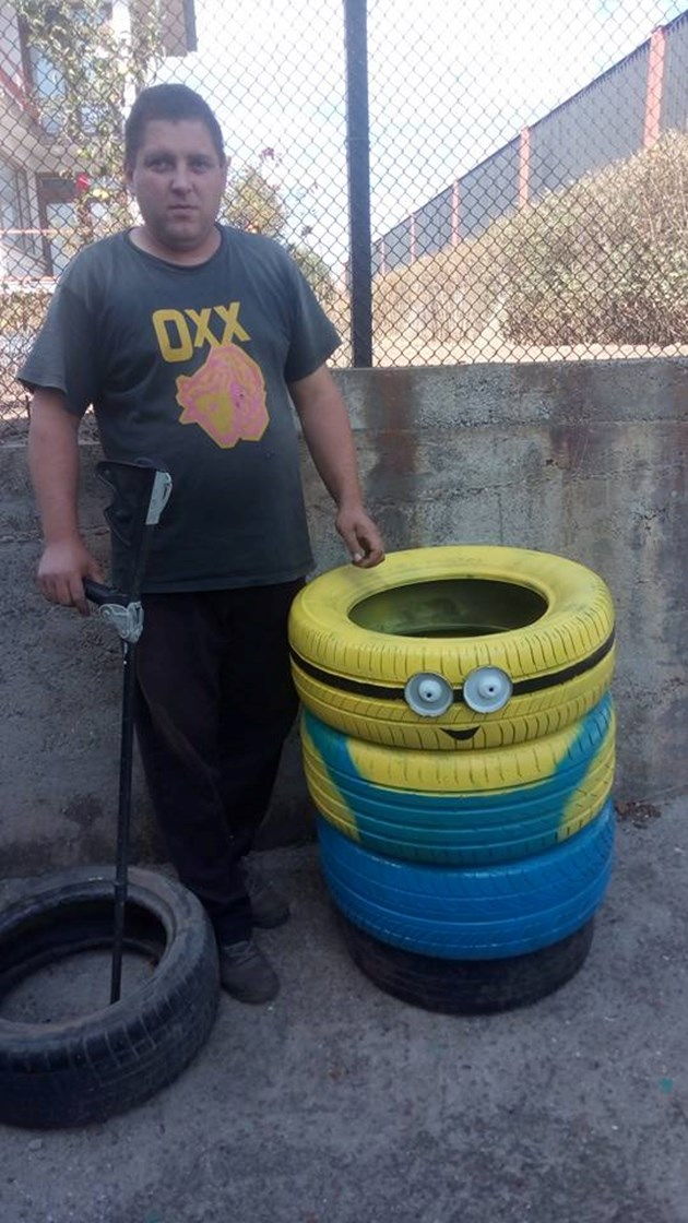 Миньони от гуми прави самоук талант