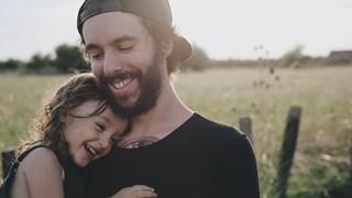 Строг татко или глезещ татко? И двете са кофти вариант