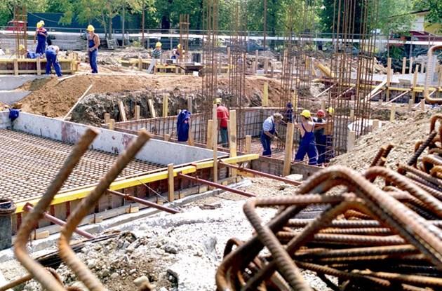 89a85e704cc Фирми масово карат хората си да работят над 12 ч - България Днес