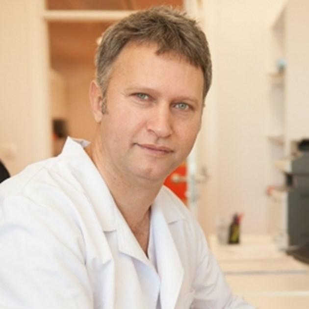 Д-р Валентин Великов