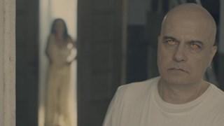 Слави пее в скандален клип (снимки и видео 18+)