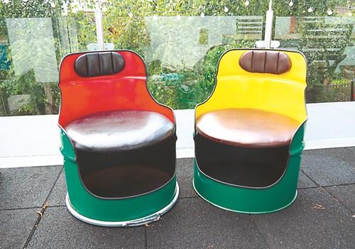 Столове от варел за градината