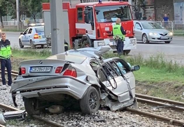 23-годишна жена почина, след като самокатастрофира в София (Снимки)