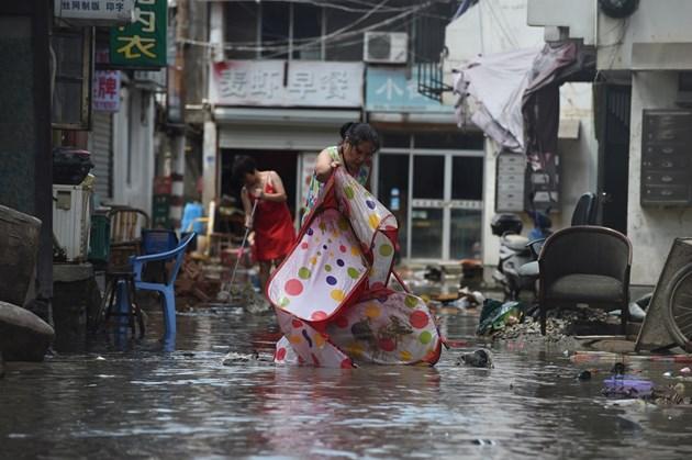 49 души загинаха и 21 в неизвестност при вихъра на тайфуна Лекима (Снимки)