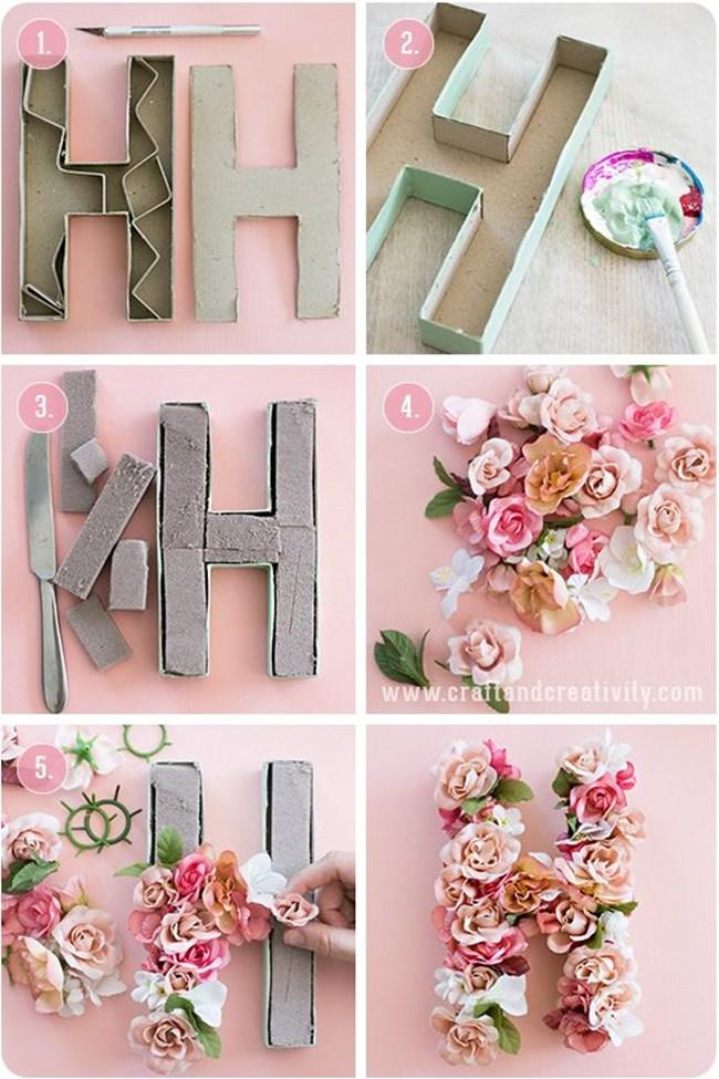 Направете букви от цветя с помощта на картон.