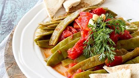 Зелен боб с чесън и домати