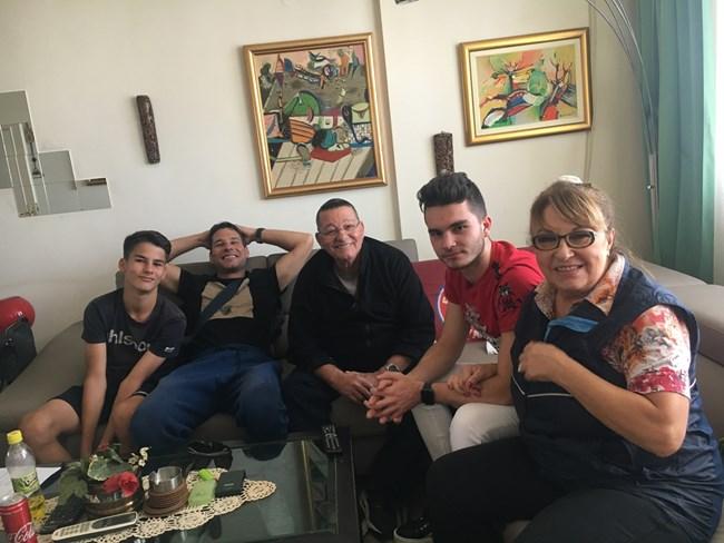 Марги Хранова с част от голямото си семейство. СНИМКИ: ЛИЧЕН АРХИВ