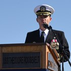 САЩ уволниха капитана на самолетоносач, отправил драматичен призив за евакуация