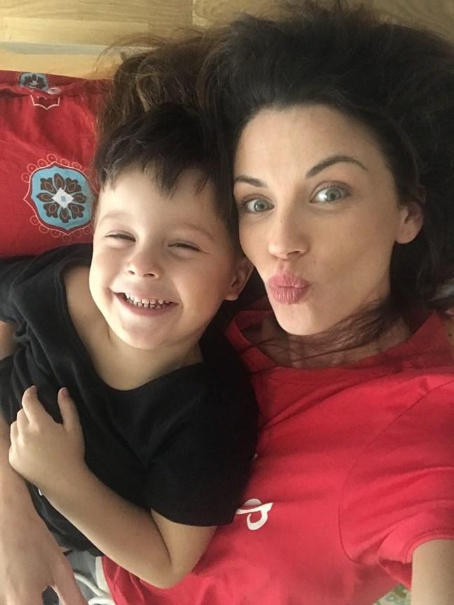 Диляна Попова и синът й Борил, който този месец става на 4 г.