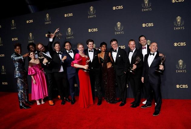 """Стивън Колбер, актьорите и членовете на екипа на наградите """"Еми"""" Снимки: Ройтерс"""