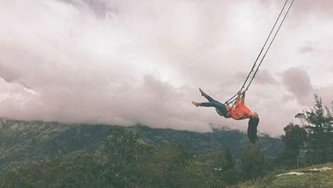Най-необикновената люлка с гледка към вулкан (Галерия+Видео)