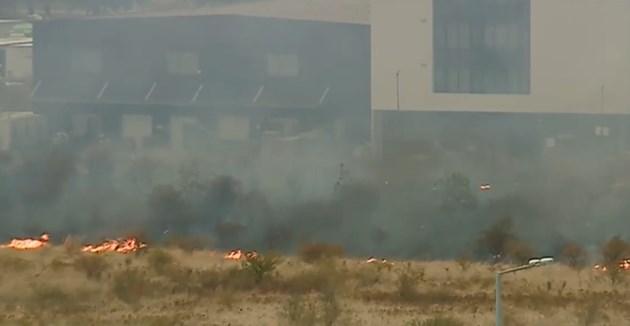 Голям пожар до летище София, цистерните с авиационно гориво на 500-600 метра (Снимки,видео)