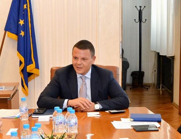 Министърът на транспорта: обединени и заедно ще разпределим помощта за авиацията