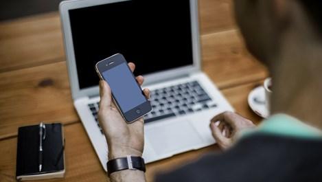 4 причини, поради които мъжете пишат съобщения