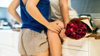 Какво представлява сексът кареза