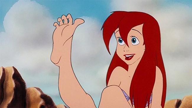 Когато родиш, коремът изчезне и се зачудиш чии са тези крака, но после внезапно установиш, че са твоите - бели и пухкави...
