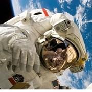 """Компанията """"Спейс Екс"""" е готова да изстреля първия изцяло цивилен екипаж на орбита"""