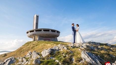 Младоженци от Казанлък избраха чинията на Бузлуджа за сватбената си фотосесия
