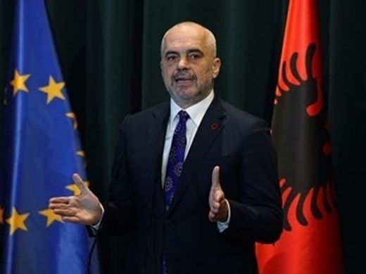 Интригата с прекрояването на Балканите се заплита