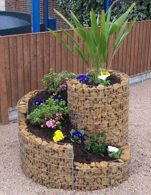 Уникални градински контейнери за цветя