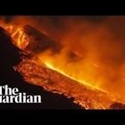 Вулканът Етна освети нощното небе с експлозии и фонтани от лава