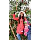Цвети Радойчева украси истинска елха за първа година с дъщеричката си
