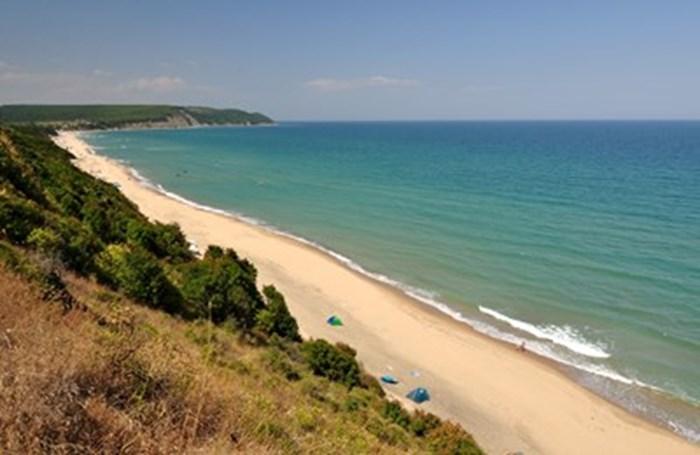 Девственият плаж на Иракли е предпочитан от стотици българи. Снимка:Иван Михалев