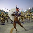 Феерия и политически послания на Карнавала в Рио де Жанейро (Галерия)