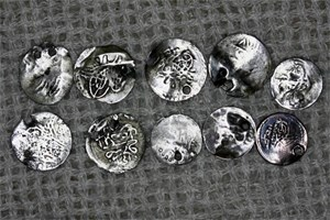 ЧУРУК: Акчетата са дребни турски монети - малоценни полуизтрити люспи.