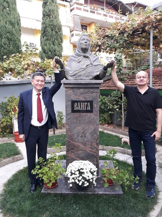 Стоян и Кирсан в къщата музей Ванга в Петрич, 2018 г.