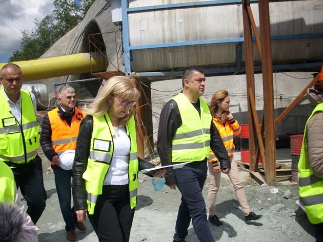 """Министър Аврамова инспектира строежа на най-дългия тунел """"Железница"""" (Снимки)"""