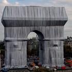 Опакованата Триумфална арка на живо - една сбъдната мечта на 60 години