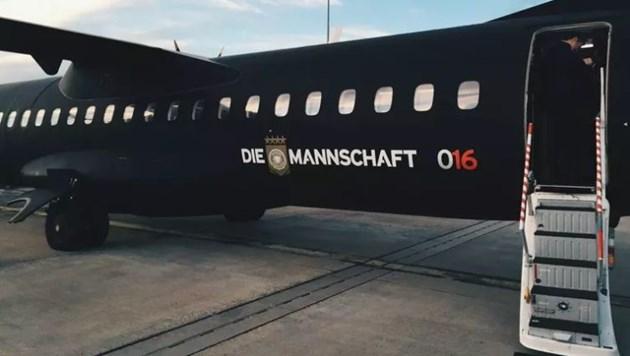 Самолетът на бундестима кацна принудително в Единбург