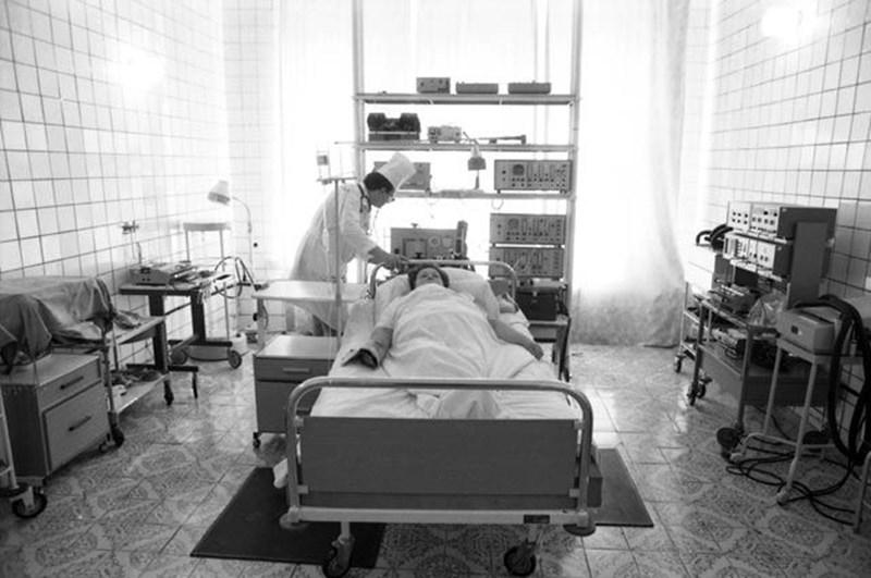 Надежда Лебедина в леглото си в болница